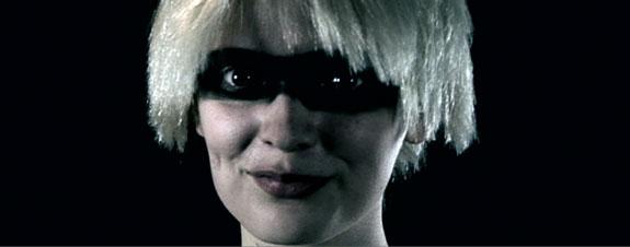 issy-blonde-1.jpg